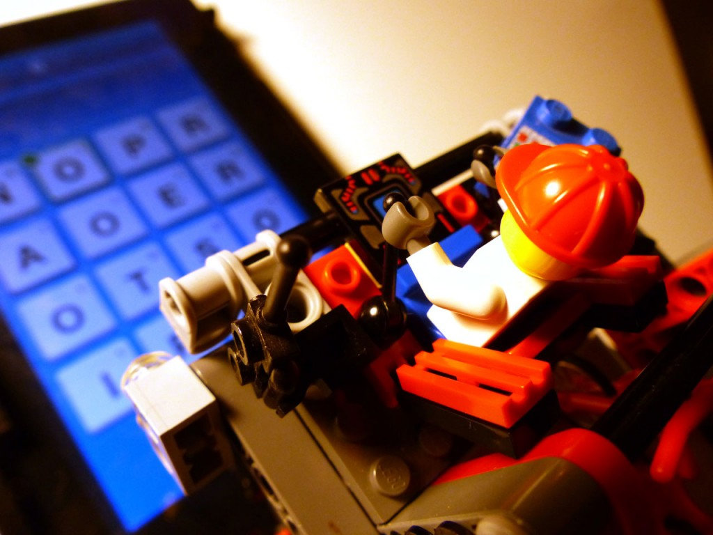 lego-plays-ruzzle